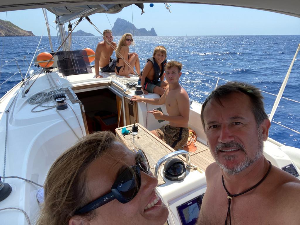 En el velero con la familia
