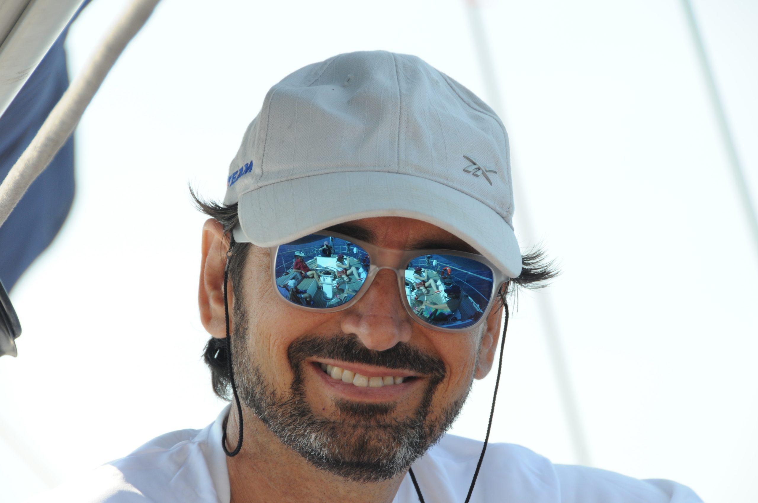 Arturo navegando