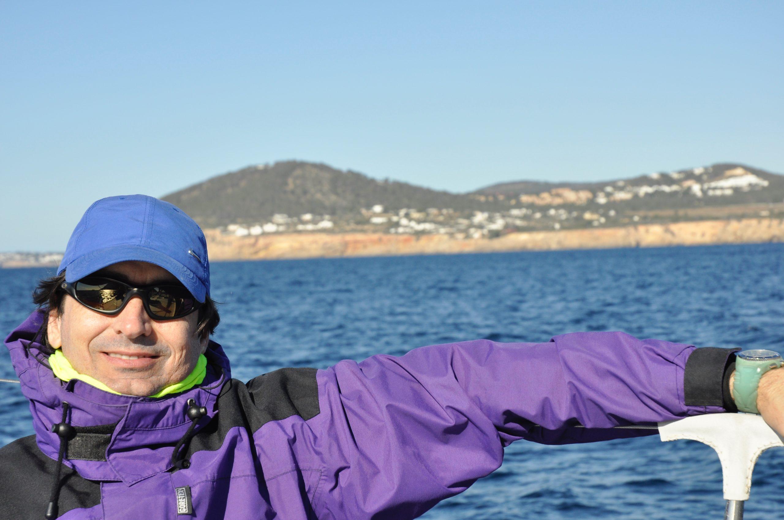 Arturo disfrutando de la navegación