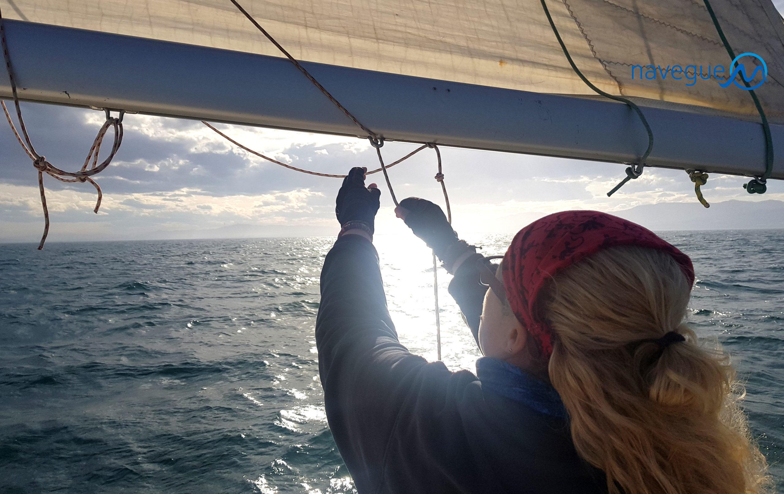 Marta del Rey navegando a vela
